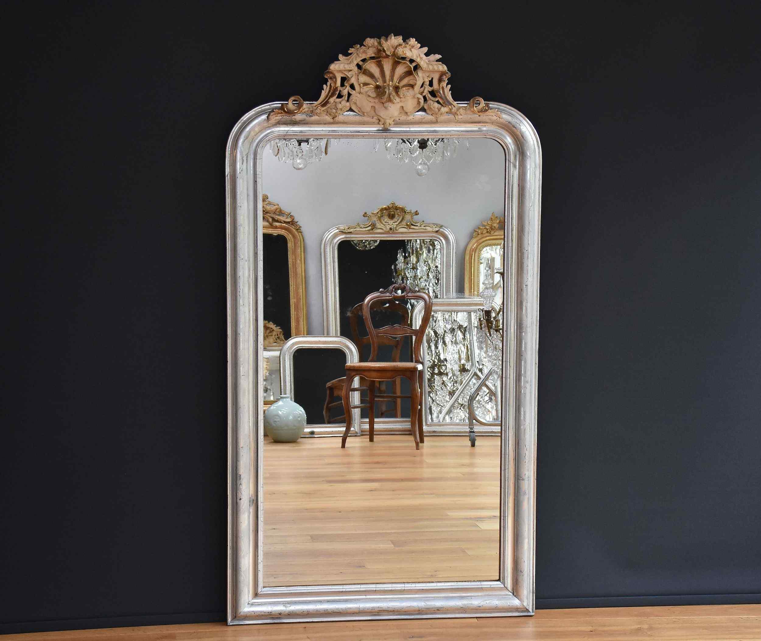 Grand 19ème siècle Miroir français avec une crête, feuille d