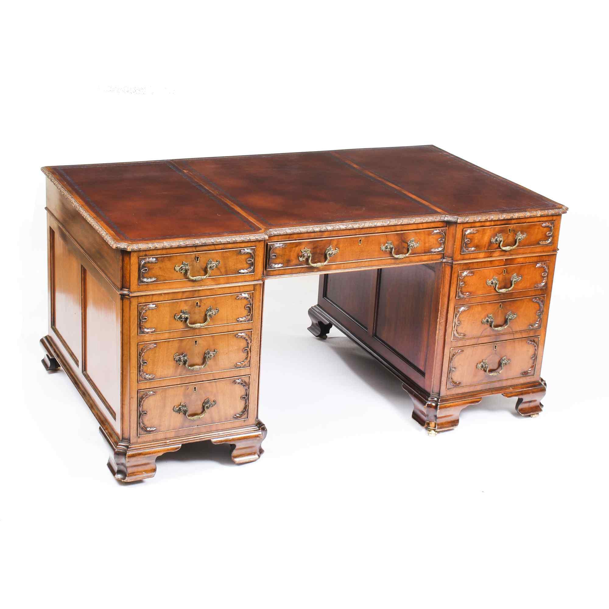 Scrivania con piedistallo Antique Partners George III Reviva