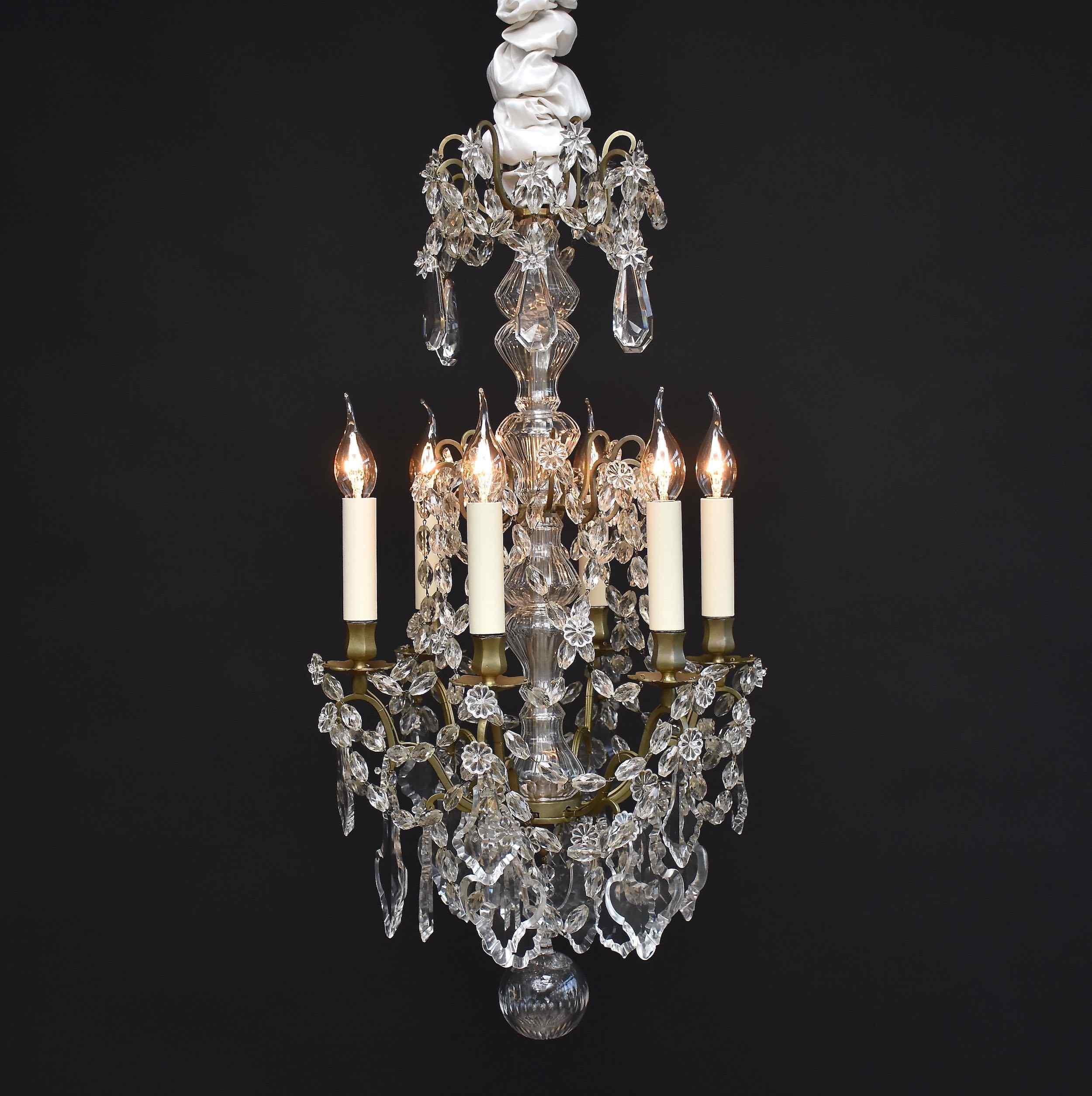 Antico lampadario francese in stile Luigi XVI