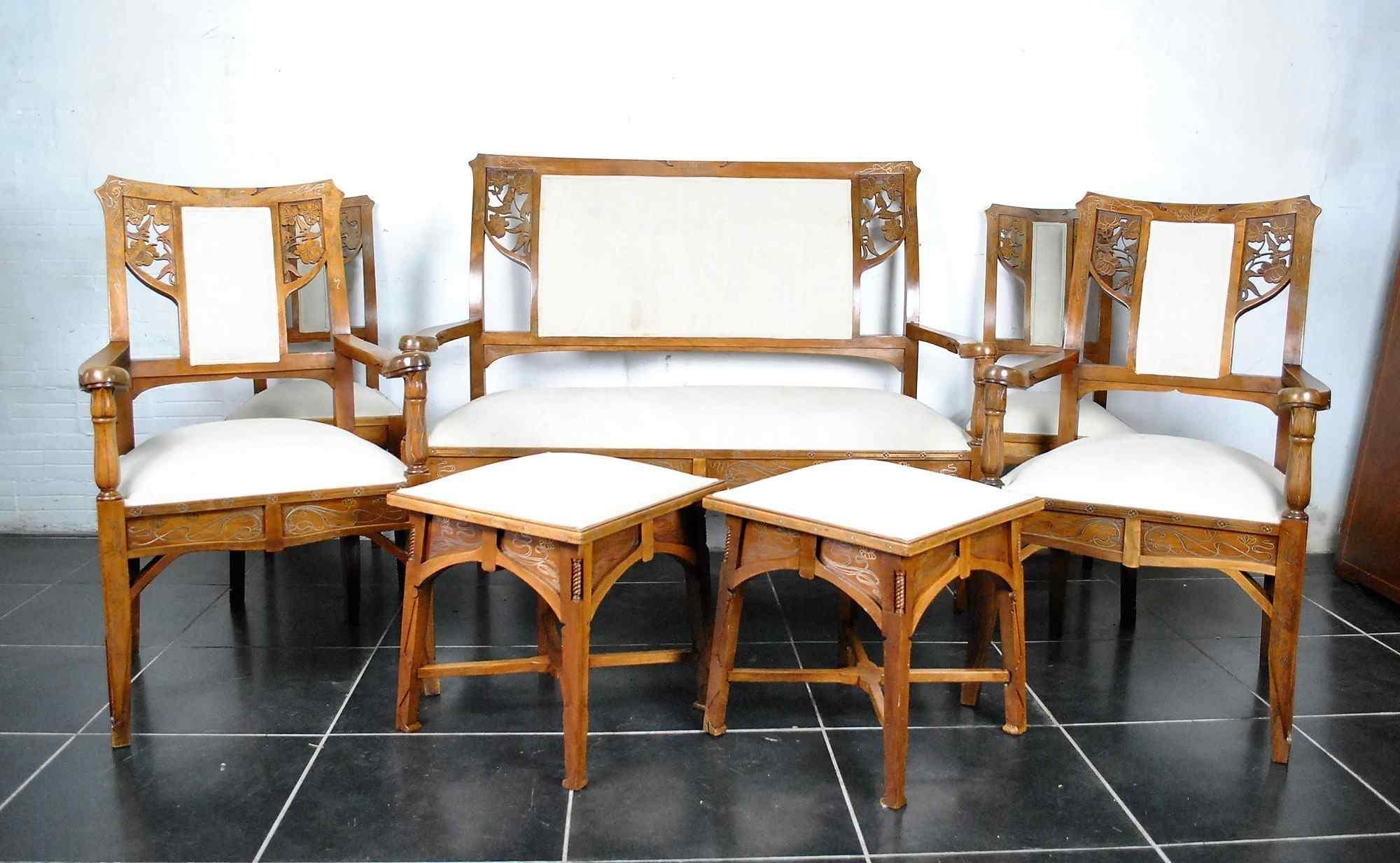 Soggiorno attribuito a E Quarti, in legno intarsiato con ott