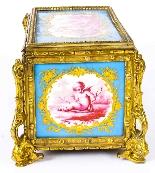 Antico scrigno di gioielli in porcellana di Sevres e Ormolu-7
