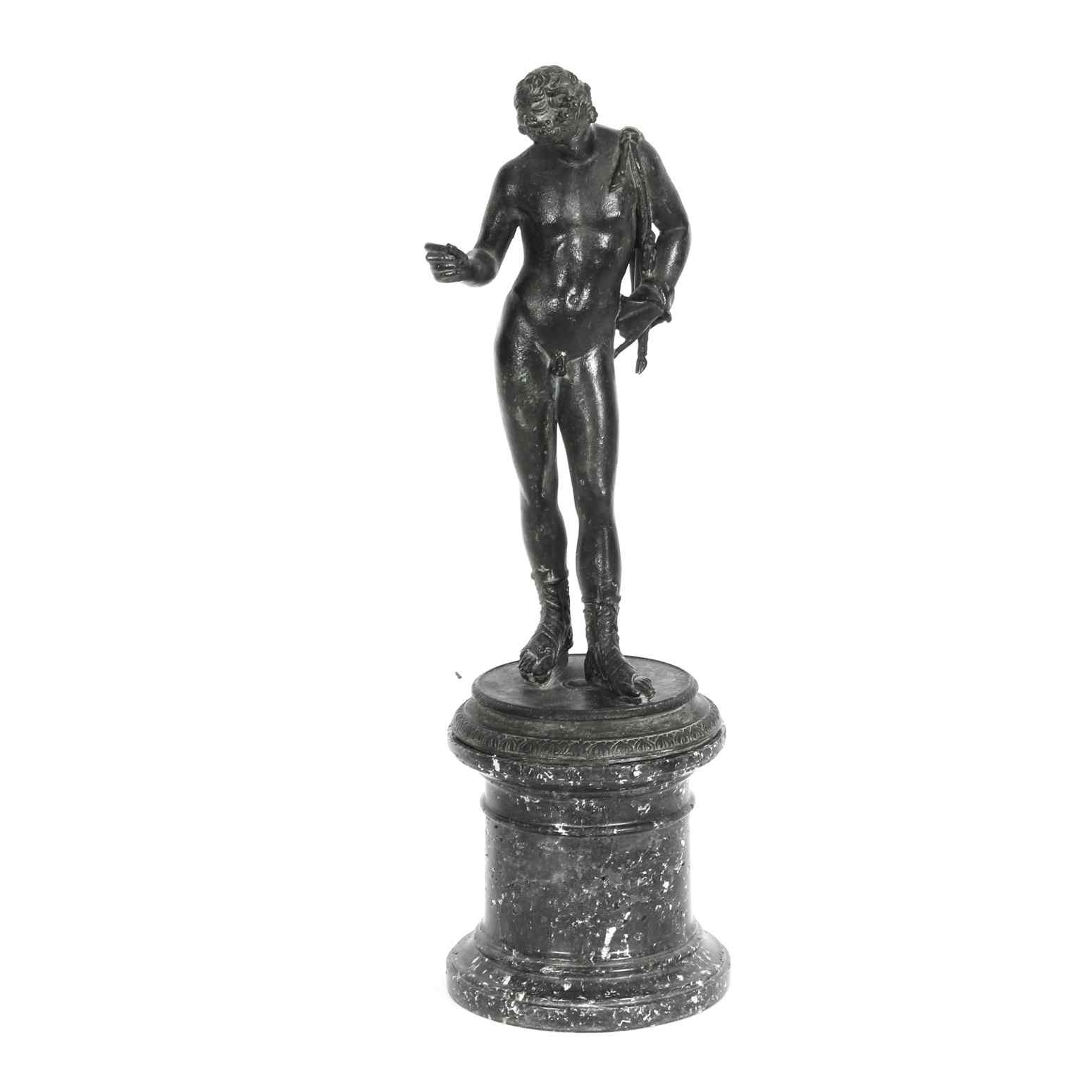 Figura antica di bronzo patinato del Grand Tour di Narciso