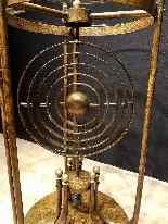 Tavolo Gueridon articolato con sfera armillare, XX secolo (1-9