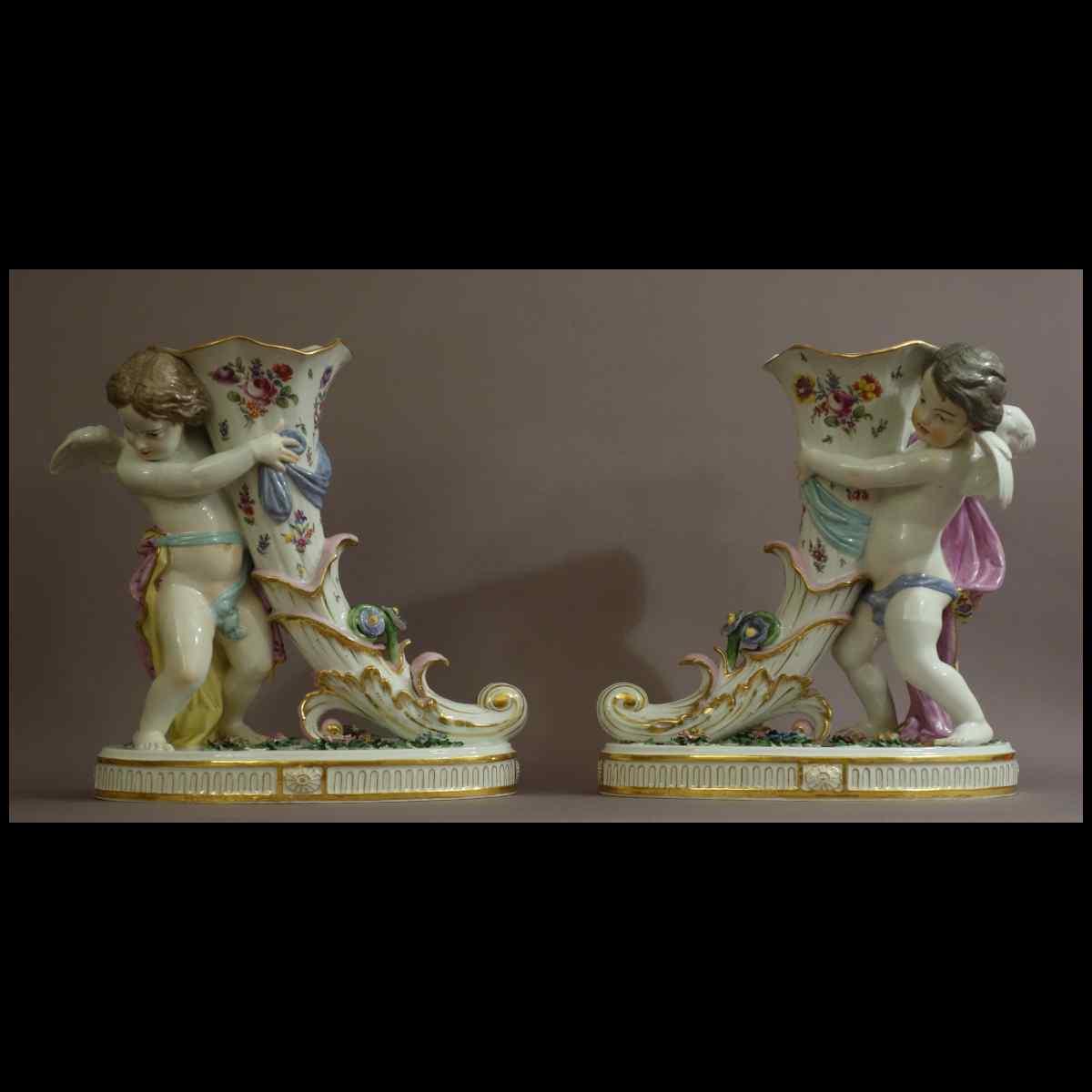 Paire De Grands Vases Rhyton En Saxe XIXème