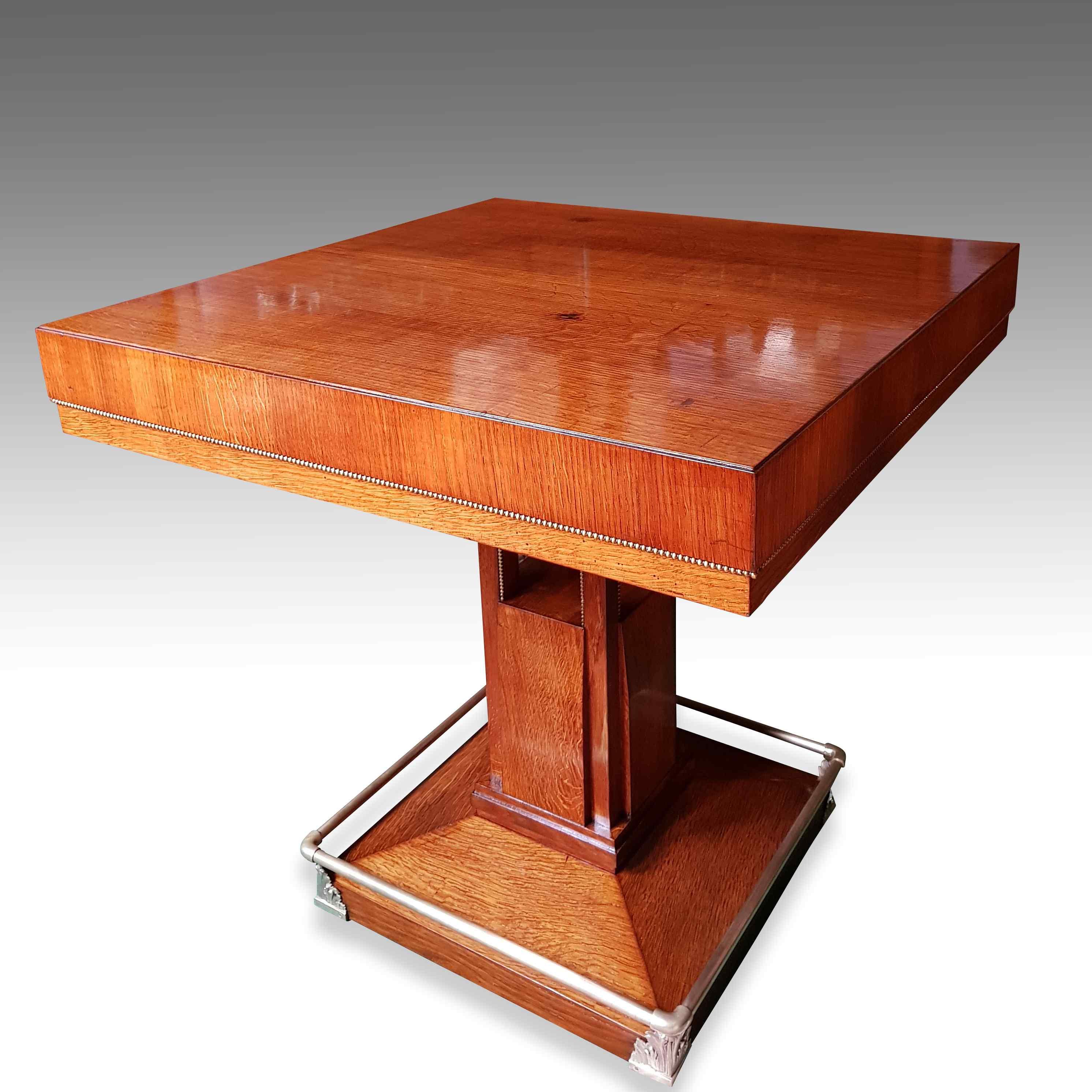 Tavolino Art Déco in ottone e legno