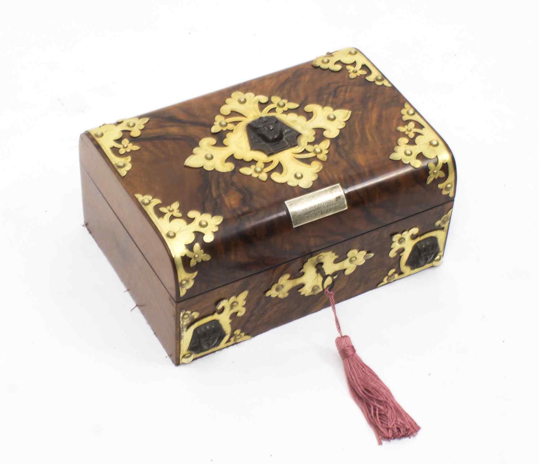 Scatola da cucito antica in stile vittoriano Revival C1860