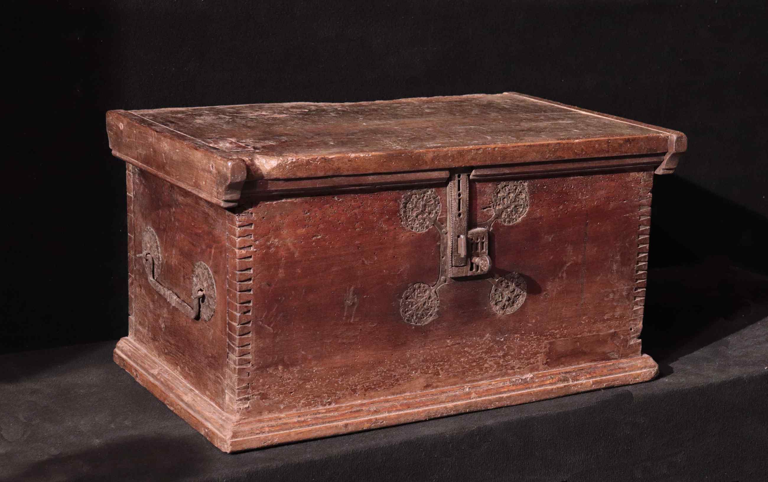 Gothic chest-chest, Veneto XVth century