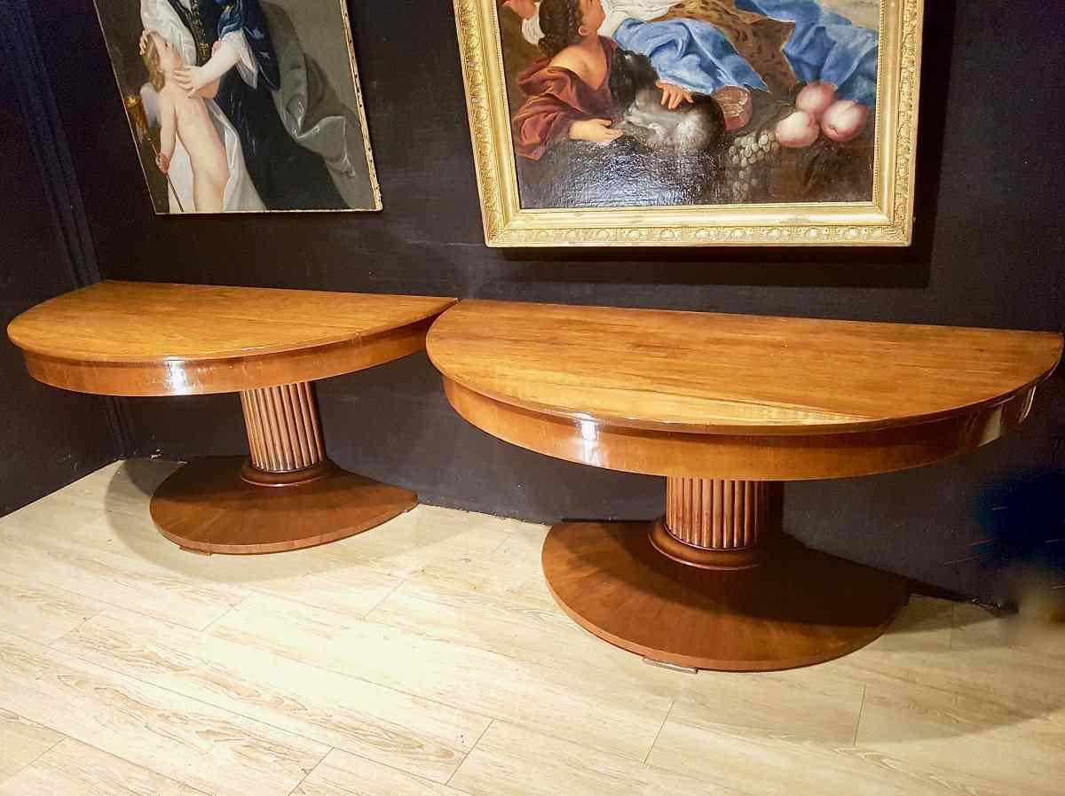 Coppia di console, tavolo, noce, inizio XIX.