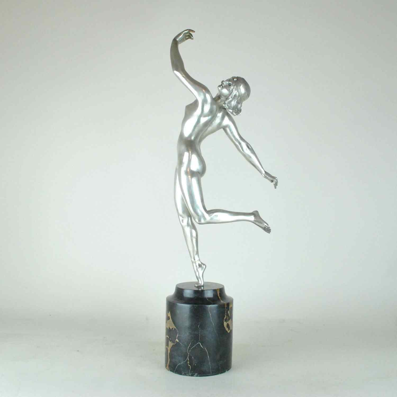 Una bouraine, ballerina in bronzo argentato, firmata, Art De