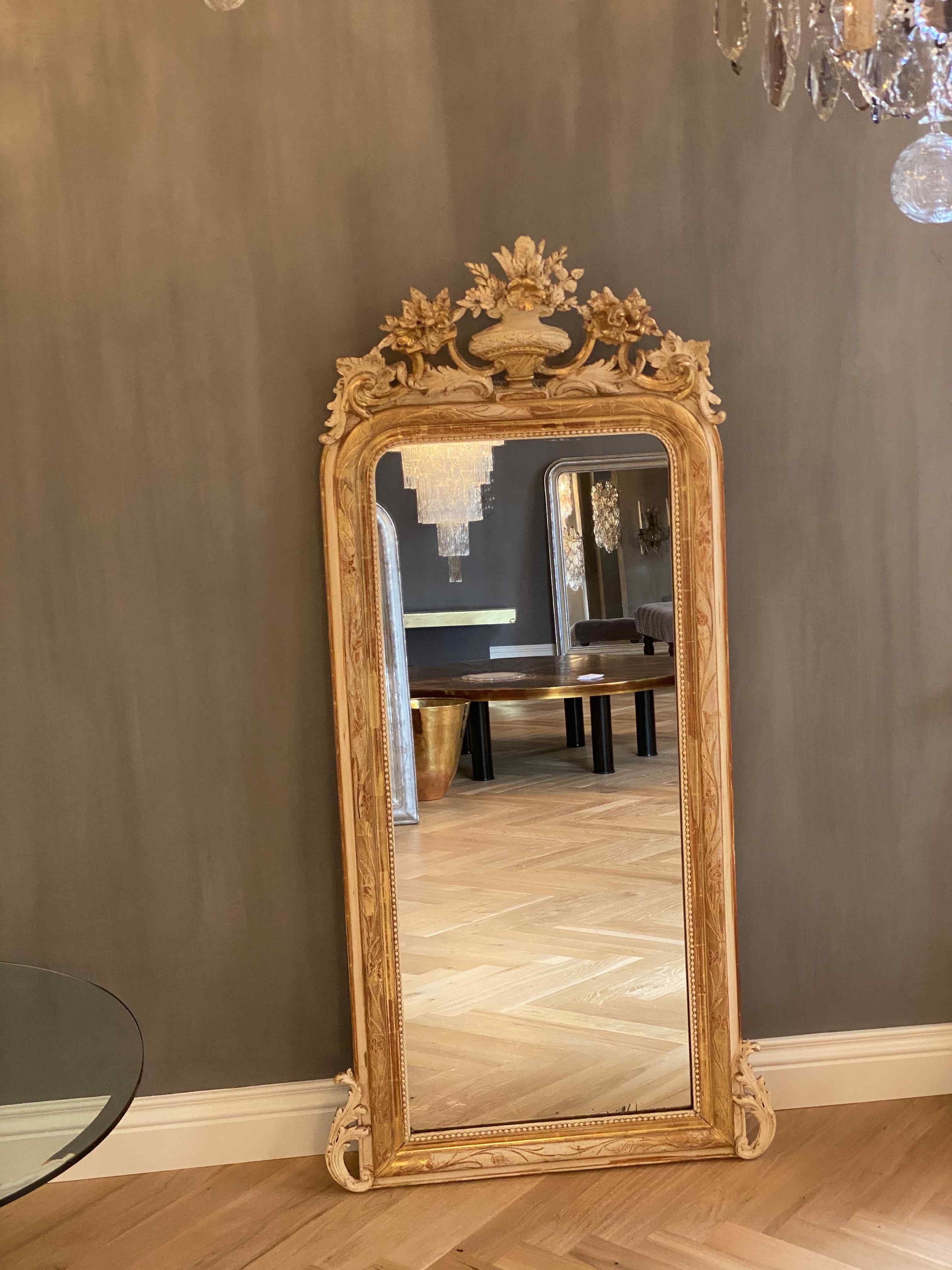 19th c. antique mirror with a crest