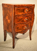 Small Louis XV chest of drawers moved and inlaid, 1750 c.-1
