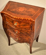 Small Louis XV chest of drawers moved and inlaid, 1750 c.-5