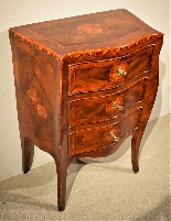 Small Louis XV chest of drawers moved and inlaid, 1750 c.-2