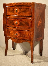 Small Louis XV chest of drawers moved and inlaid, 1750 c.-6