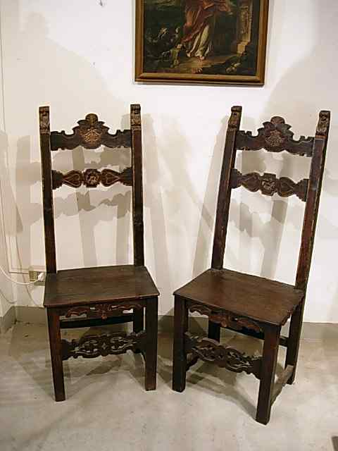 A couple of Tuscan high chairs XVI century