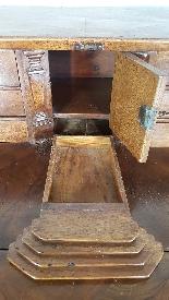 poitrine antique avec la première moitié rabat de 1700 Sec. -14