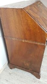 poitrine antique avec la première moitié rabat de 1700 Sec. -10