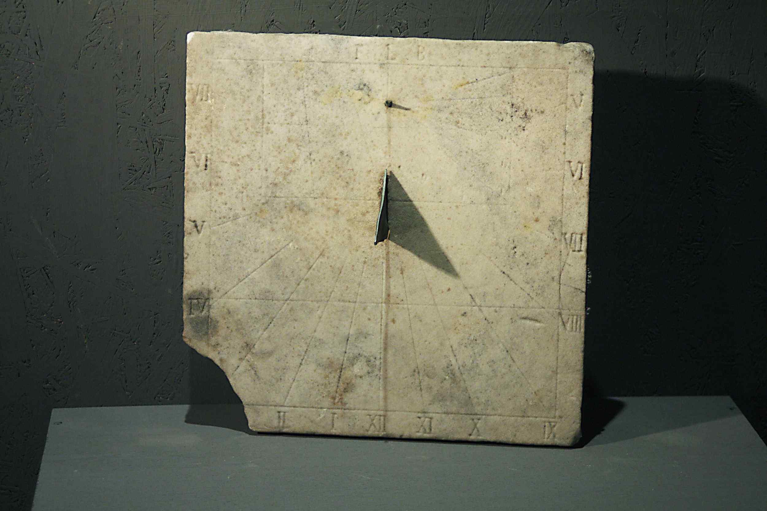 Meridiana in marmo, Italia Centrale, 1600
