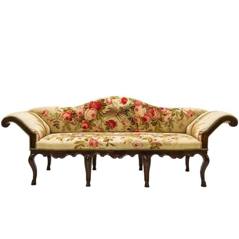 Canapé Louis XVI recouvert d'une tapisserie d'Aubusson du XV