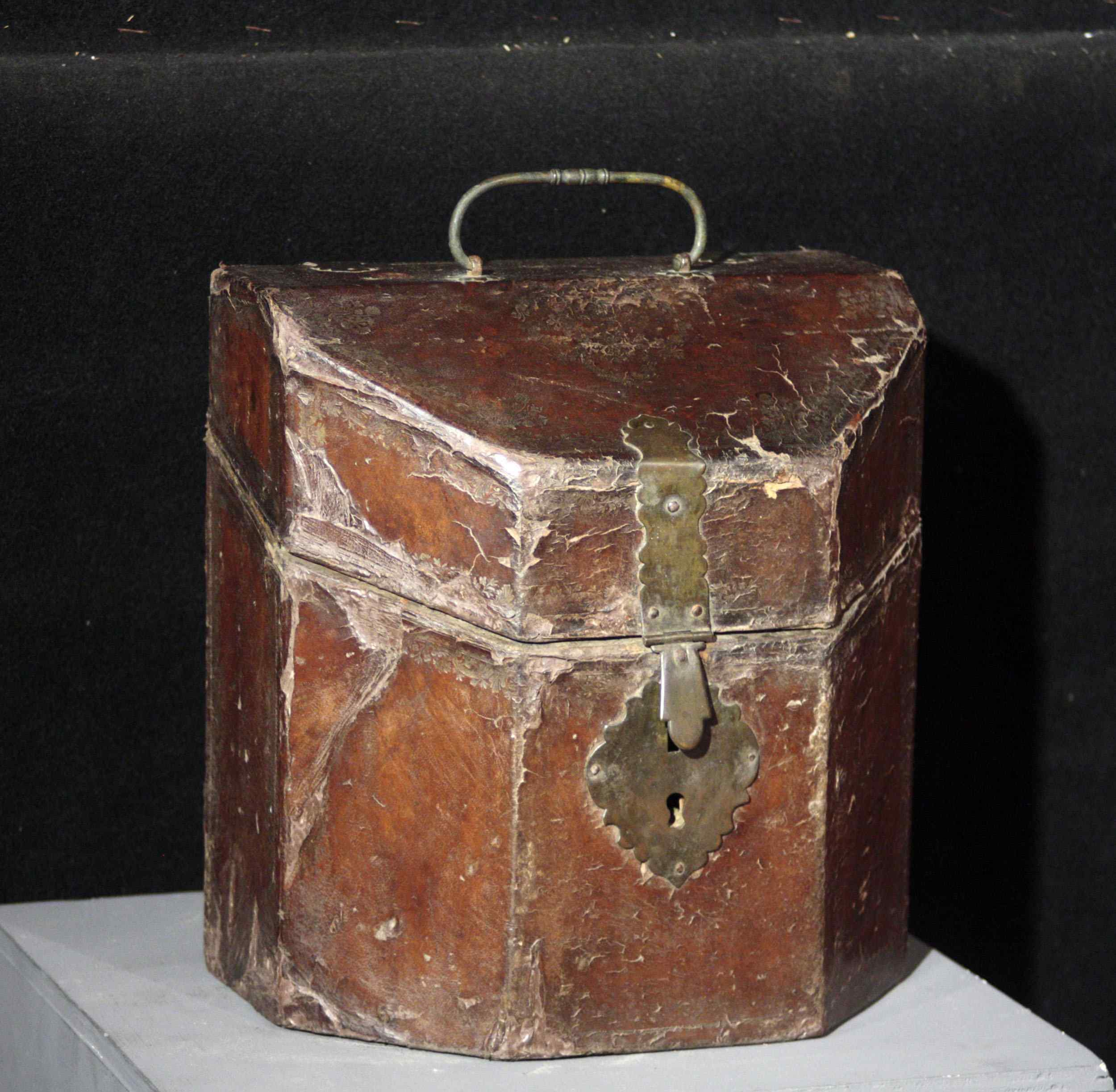 Leather box, cutlery tray, Sec.XVII