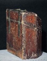 Leather box, cutlery tray, Sec.XVII-1